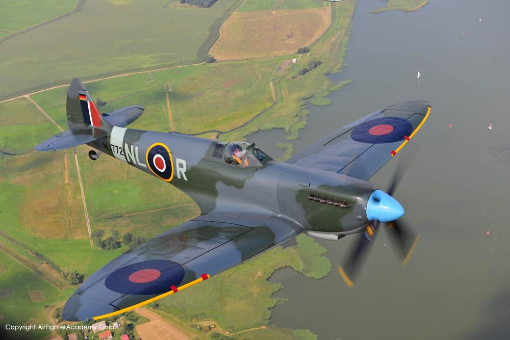 SpitfireT9_D-FMKN_a2a_7.jpg
